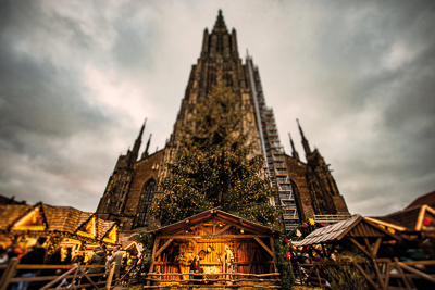 The perfect Christmas atmosphere awaits you again at the foot of Ulm Minster. 130 stands will offer handicrafts, decorations, gift ideas and culinary specialities.